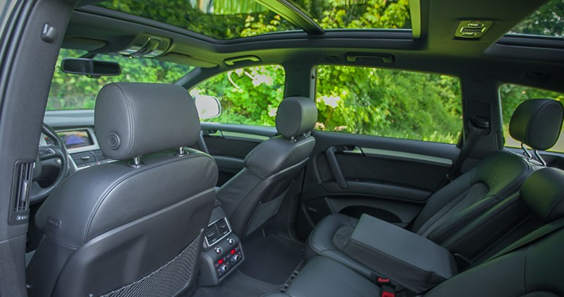 Tylnia kanapa i panoramiczny dach Audi Q7