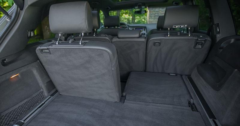 Zdjęcie przedstawiające Składanie foteli w wynajmowanym Audi Q7