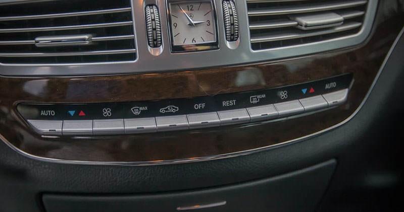 Kokpit z zegarem Mercedesa S klasy