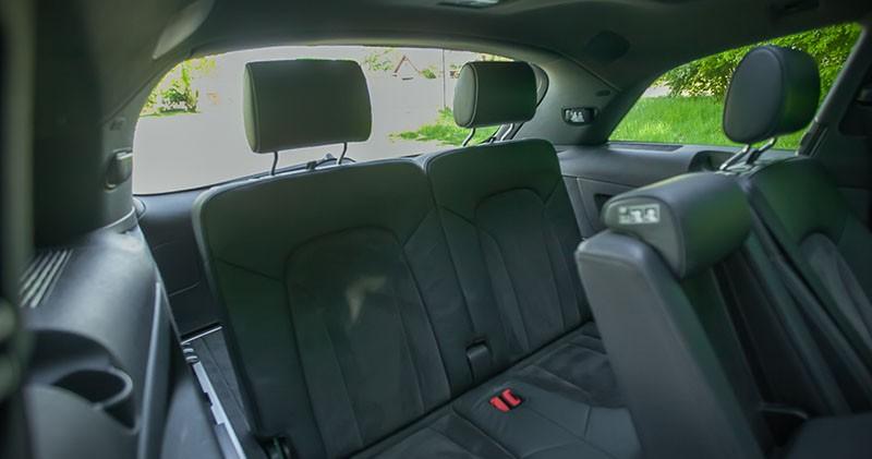 Zdjęcie tylnej kanapy wynajmowanego Audi Q7