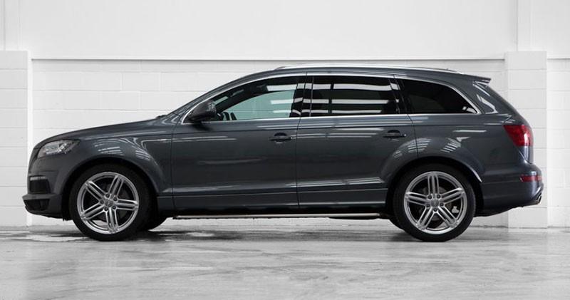 Zdjęcie z boku Audi Q7