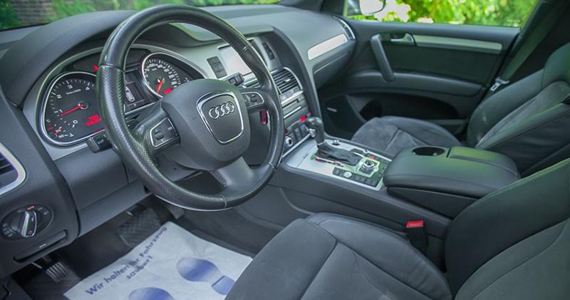 Kokpit od strony kierowcy Audi Q7