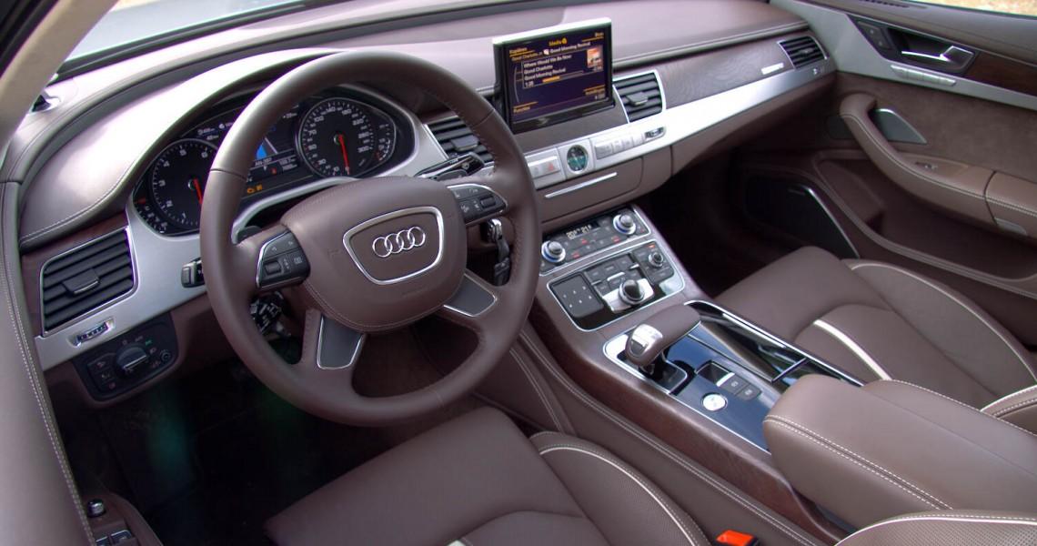 Zdjęcie wnętrza samochodu Audi S8