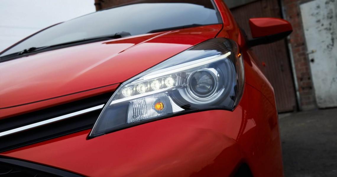 Toyota Yaris lampy przód