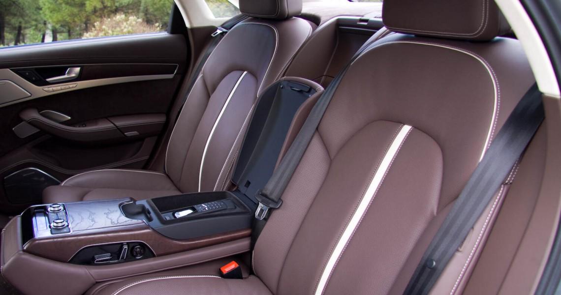 Tylna kanapa samochodu Audi S8