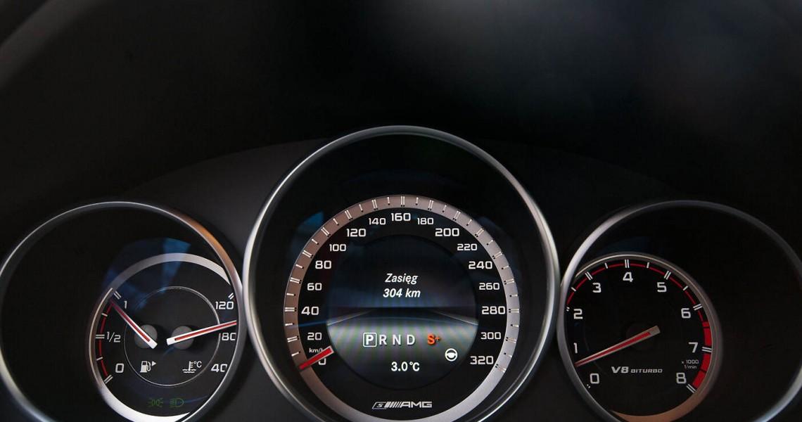 Zegary Mercedes E63 AMG