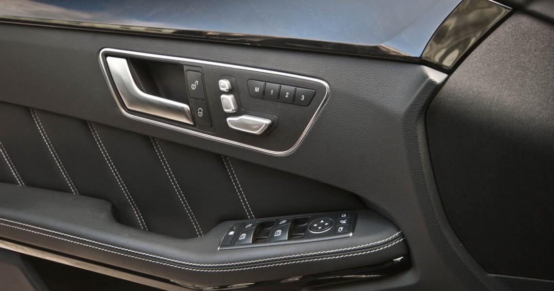 bok wewnątrz drzwi Mercedes E63 AMG