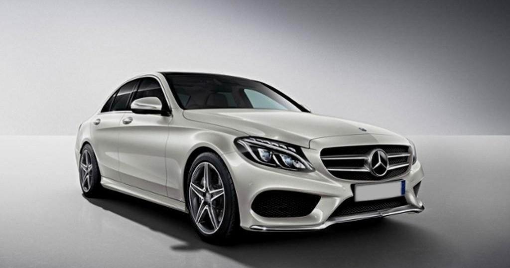 Prawy przód wynajmowanego Mercedesa C klasy