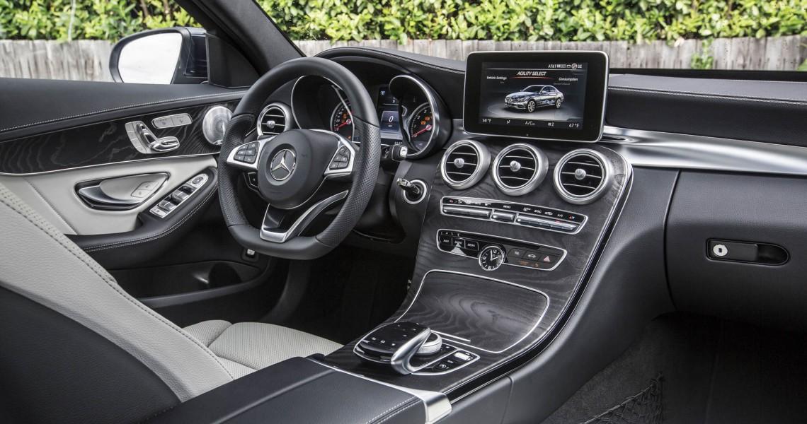 Kokpit od strony pasażera w Mercedesie do wynajmu