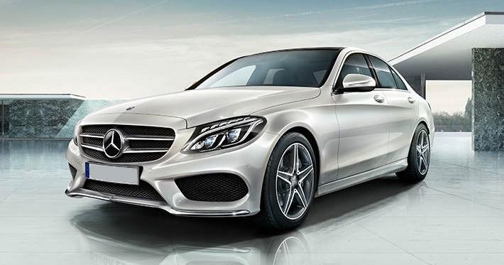 Lewy przód wynajmowanego Mercedesa C klasy
