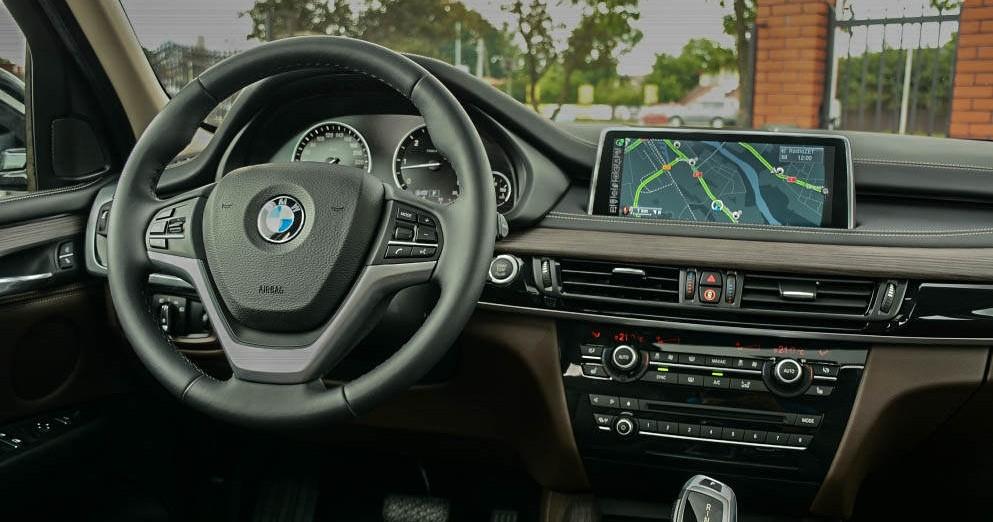 Kierownica i system multimedialny BMW X5