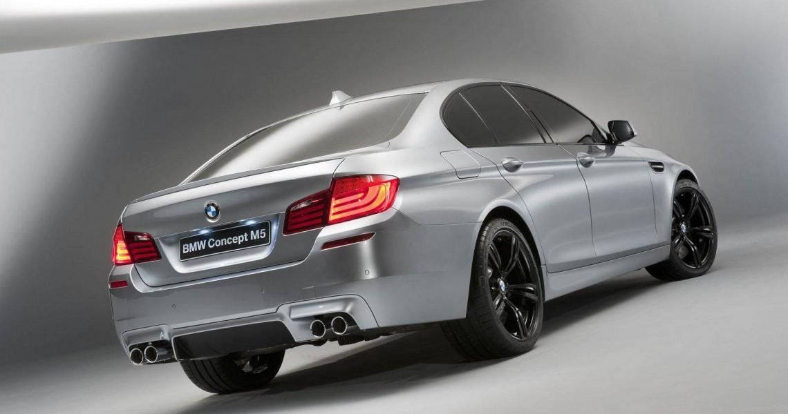 Prawy tył BMW M5 - wynajem samochodu w Warszawie