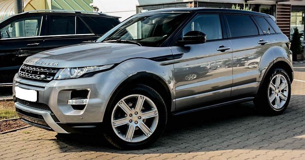 Lewy przód wynajmowanego Range Rover Evoque