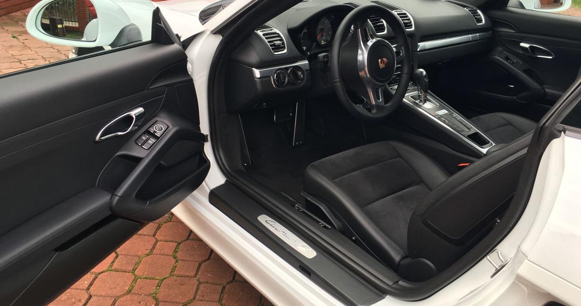 Porsche Cayman S środek