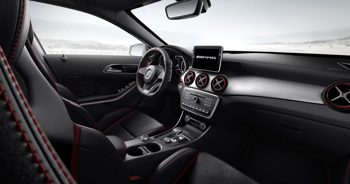 Mercedes GLA 45 AMG w środku