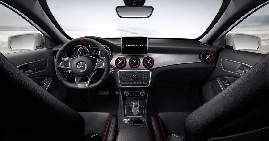 Mercedes GLA 45 AMG wnętrze