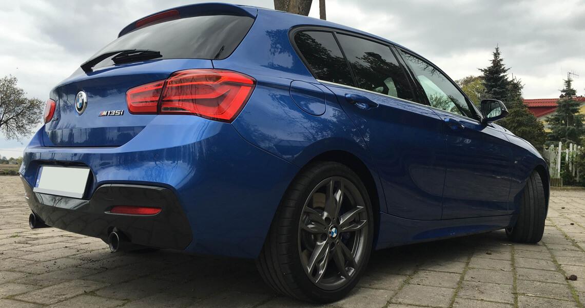 BMW m135i xDrive - tył kąt